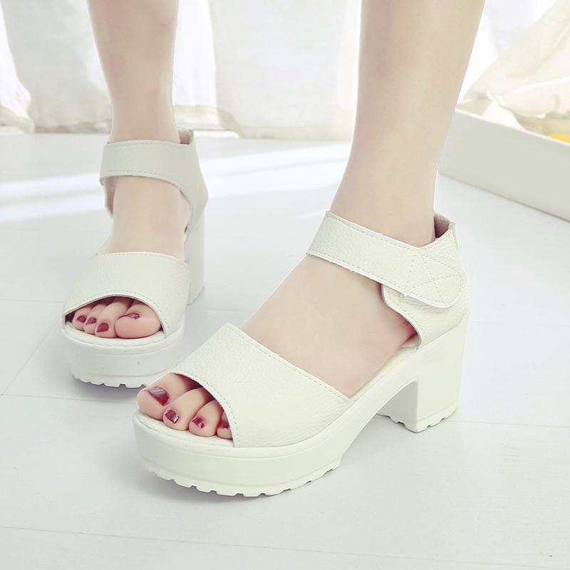 Mode Femmes Sandales simple moyen talon sauvage Sandales poisson bouche plate-forme étanche Chaussures Wedge Femmes Chaussures Plateforme Rome