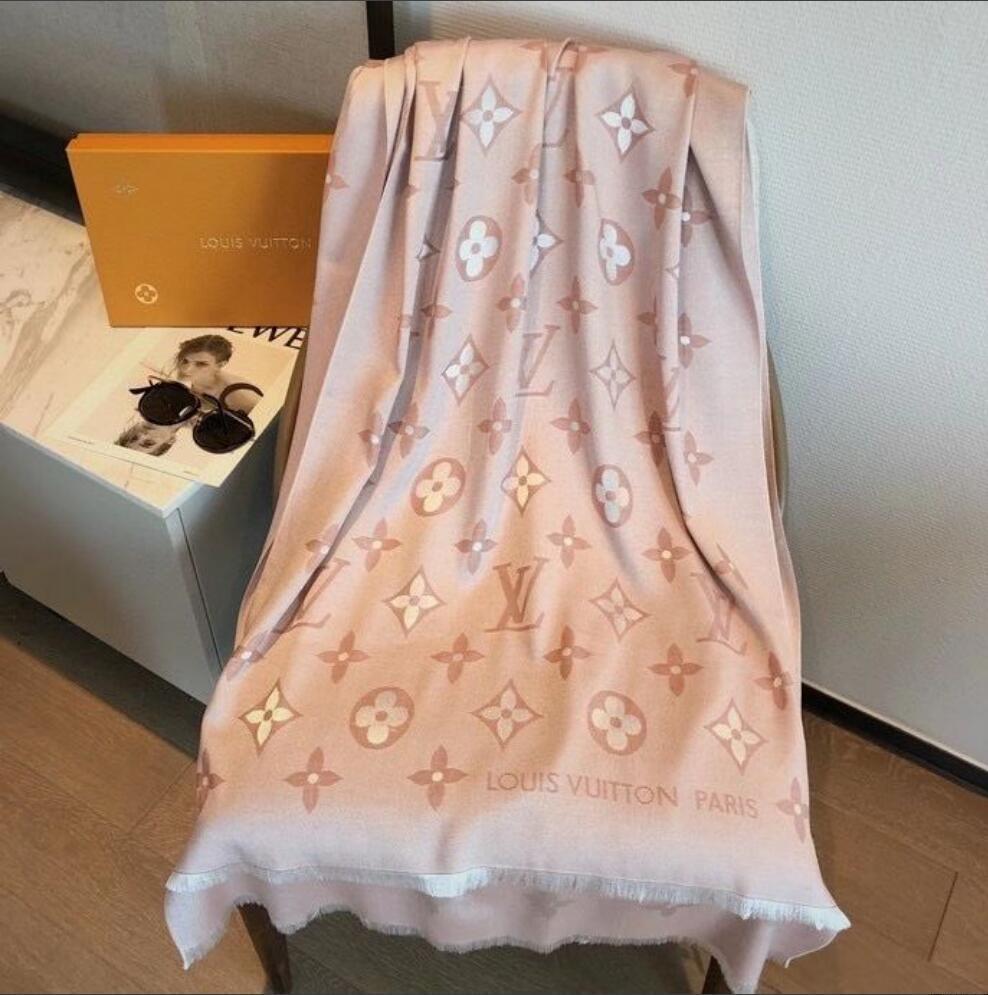 2020 neuer Sommer-klassische europäische Frauen Pashmina Silk Schal Frauen elegante Damen-Verpackungs-Schal Größe 180x70cm drucken.