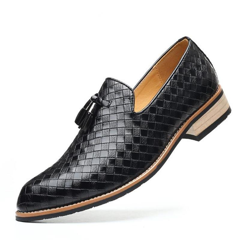 Homens calçados casuais 2020 homens Outono Primavera borlas Shoes Vestido de Noiva Moda Masculina Loafers Itália comercial masculino Shoes tamanho grande 48