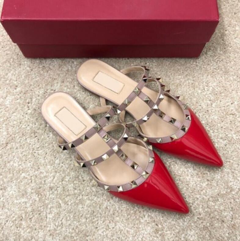 الساخن بيع جديد المنزل المسامير الصنادل والأحذية النسائية والنعال وأشار أحذية مسطحة أزياء والجلود الصنادل الضحلة