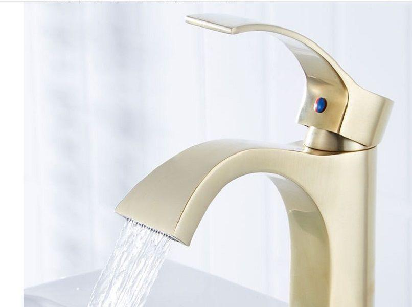 2020 bacia venda Desenho ouro quente torneira fria Nordic higiénico torneira e lavagem com água quente bacia lavatório torneira em cascata preto