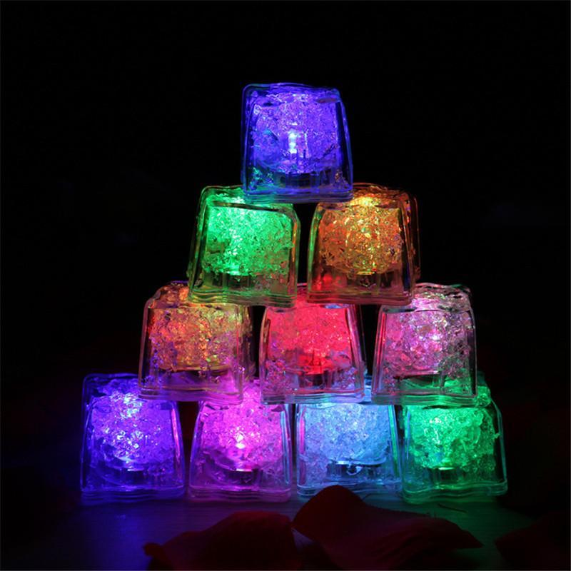 Nouveau bricolage LED Glaçons LED flash coloré lumière Glaçons lumineux LED Festival Glowing Induction de mariage Décor fête de Noël
