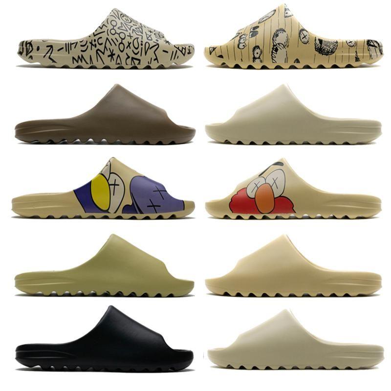2020 KAWS Diapositiva Kanyet West Resin Diapositivas Desert Sand Earth Brown Bone Zapatillas Bollos Bollos Hombre Sandalias para mujer Sandalias al aire libre Flip Flops Tamaño 5-11