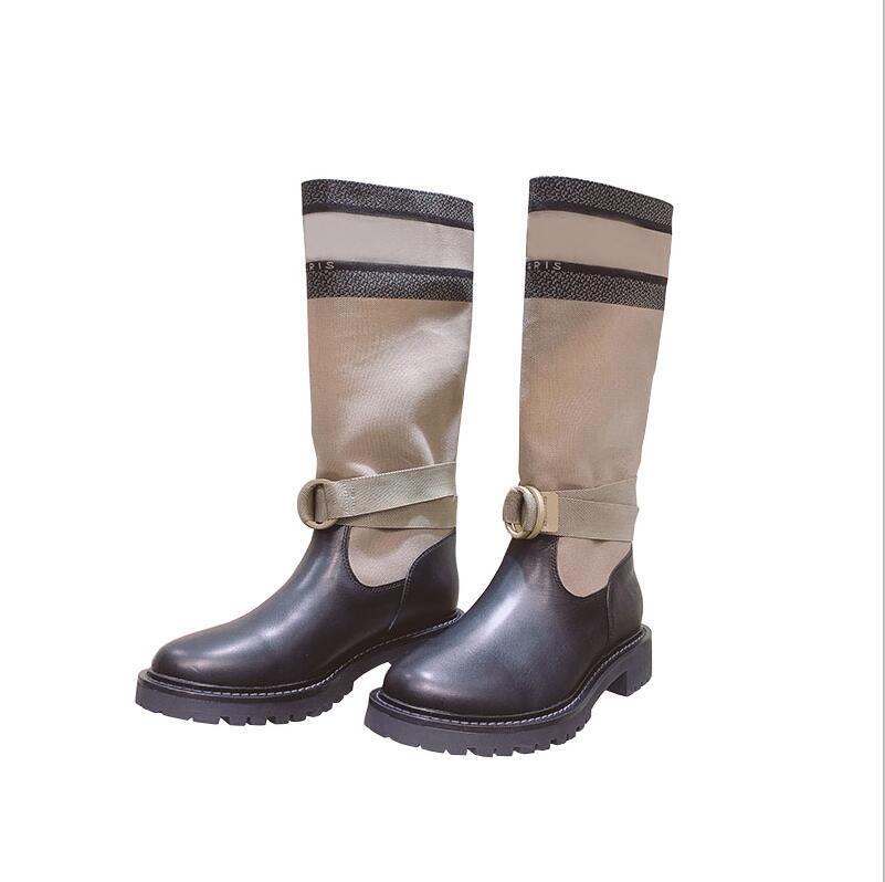 النمط الأصلي 2020 الساخن جودة عالية d- كبرى السيدات الجلود خياطة الأسود البيج مارتن الأحذية عالية أنبوب الركبة وسادة مسطحة أسفل الأحذية المطر