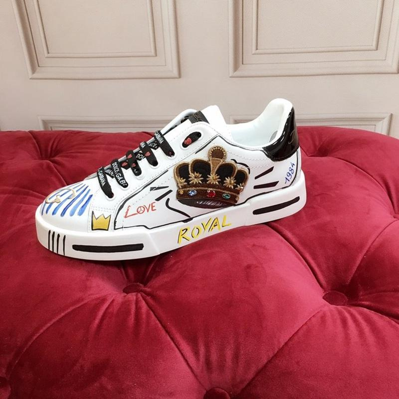 2020 nuovi modelli paio scarpe bianche in pelle Sneake corona tendenza moda comoda semplice scarpe casual tutto-fiammifero