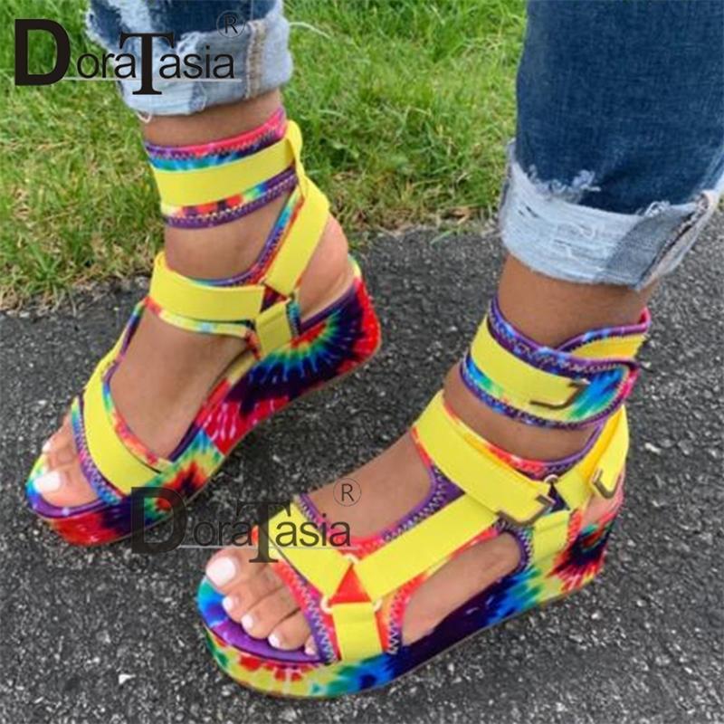 DORATASIA 2020 nouvelles dames plate-forme Gladiator sandales INS chaud coloré Wedges été Sandales Parti Chaussures Femmes en gros femme Y200620