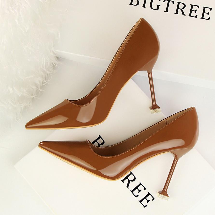 2021 neue Marken-Absatz-Schuhe Frauen-Pumpen-Art- und Lackleder-Plattform-Schuhe Frau Round Toe Mary Jane Schuhe Hochzeit Mujer