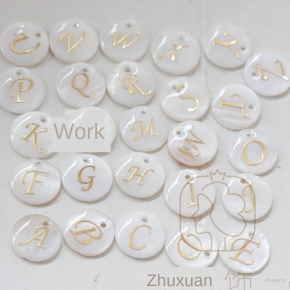 İngilizce mektup 15mm seti perdelenir mühürlü MR5Qr DIY takı doğal kabuk yuvarlak altın mektup kolye şeklindeki kolye Diy kolye (B202-1)