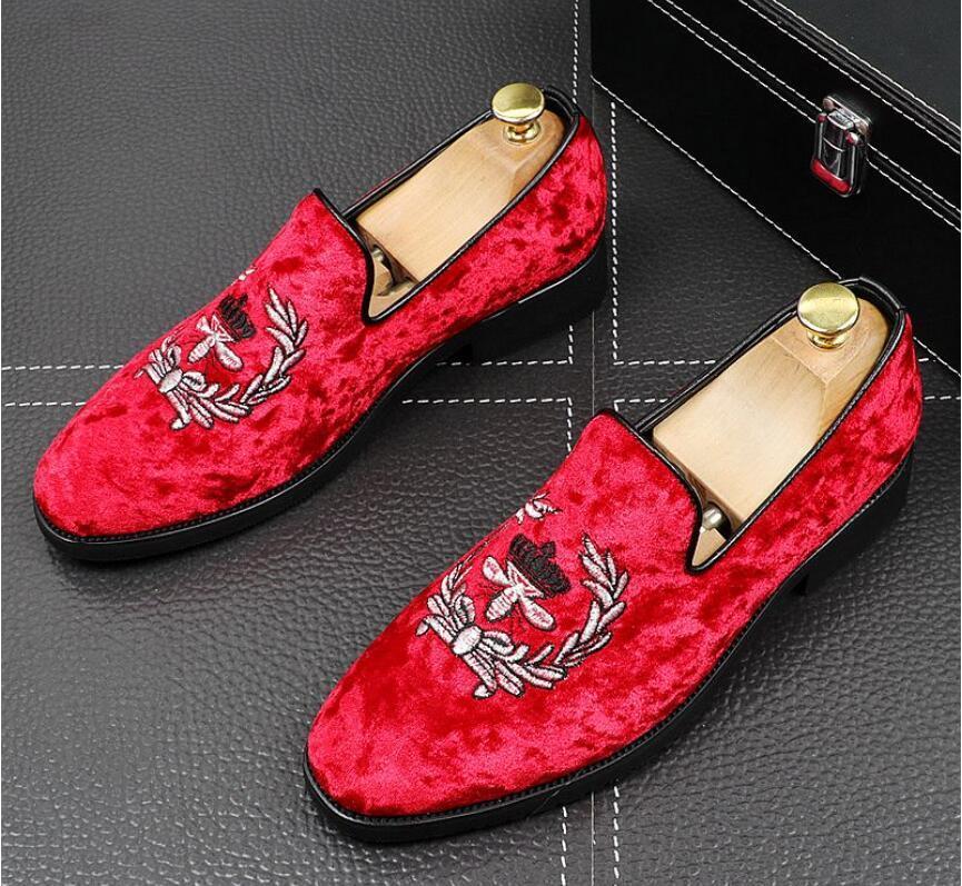 Nuevas camisas de terciopelo de la manera mocasines bordados en punta resbalón en los zapatos ocasionales planos mocasines que conduce Red zapatos negros EUR38-43