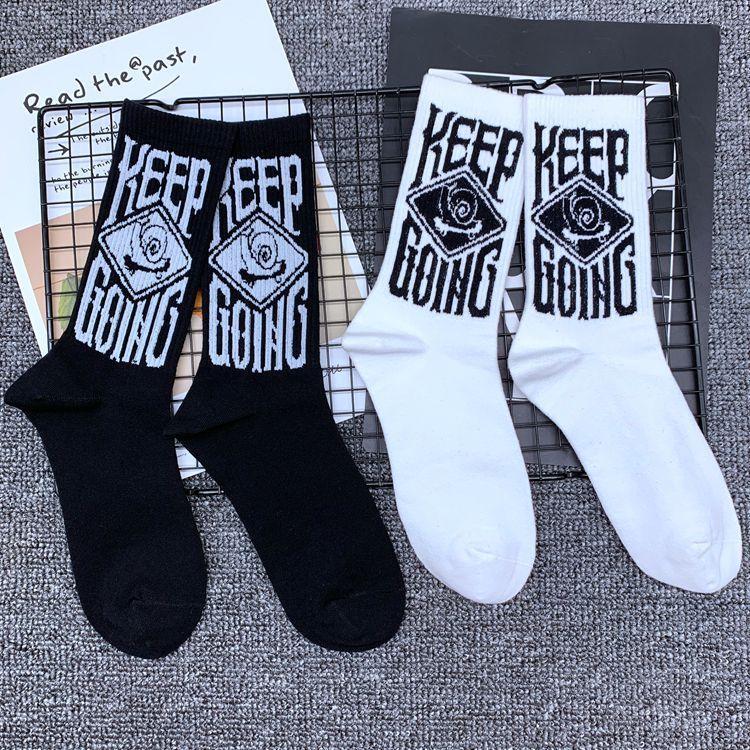 estilo de Corea del colegio calcetines mediados de los calcetines de tubo de longitud media de las mujeres alfabeto japonés de algodón calcetines al por mayor de primavera y otoño mediados de cintura