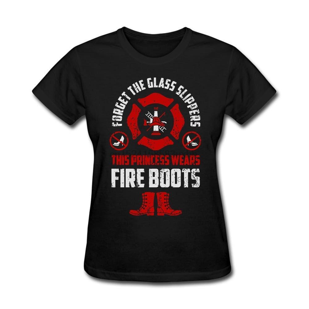 Le T-shirt de femmes de sapeur-pompier - Oubliez les pantoufles de verre Cette princesse porte t-shirt patriotique sapin Maker pour GF Red Basic Tee