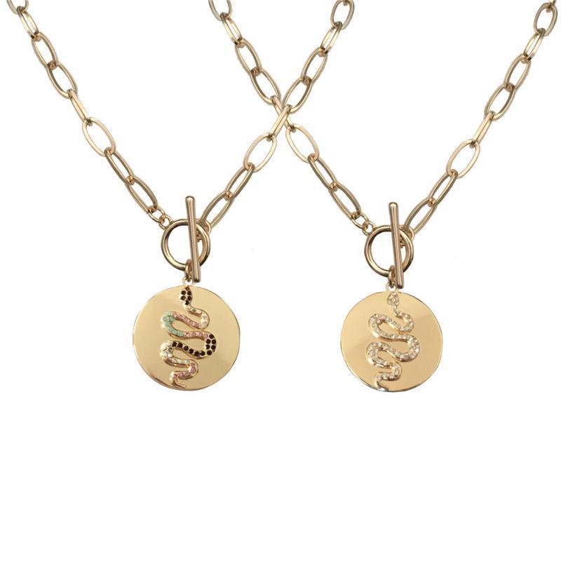 2020 F / W der neuen Ankunfts-Goldfarbe Multi Color Jewel Ton Schlange auf Disc Anhänger kurze Halskette kein Extender für Frauen
