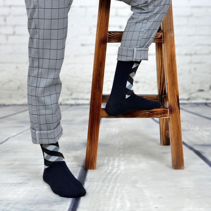 Sonbahar ve Kış yeni erkek çorapları stockingsSocks çorapları sıcak satış böylece düz renk Kore pamuk içeren iş ortası buzağı harmanlanmış