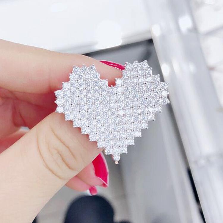 Z9fFD Liebe Brosche koreanische Art Mikro-Intarsien Zirkon Mode für Männer und Frauen Pin Strickjacke Strickwaren Schal Strickwaren shawlsuit Zubehör cors