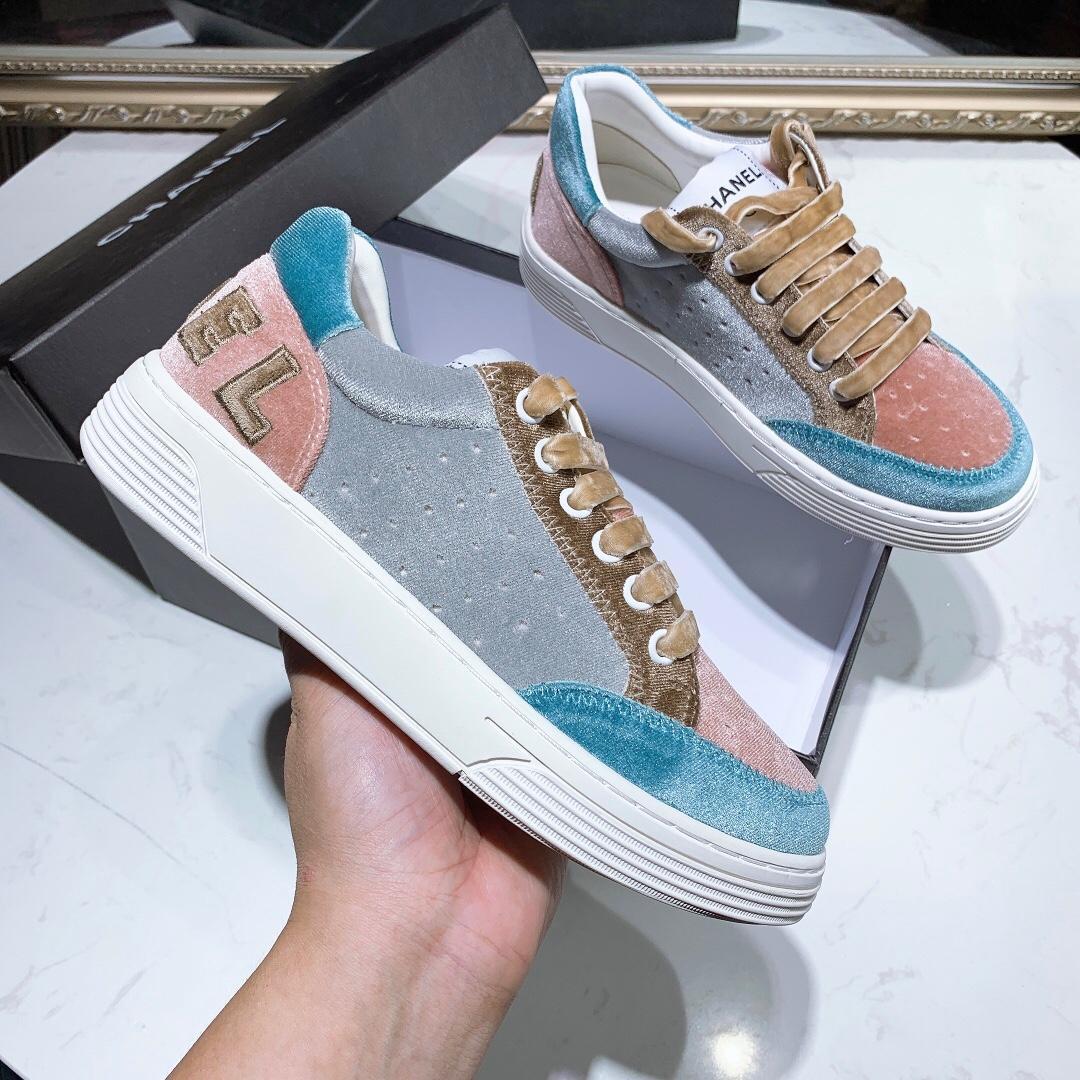 I nuovi design di lusso scarpe da ginnastica principale spinta calda nuova fascia alta delle donne classico di alta qualità singoli pattini delle donne di modo delle scarpe da tennis