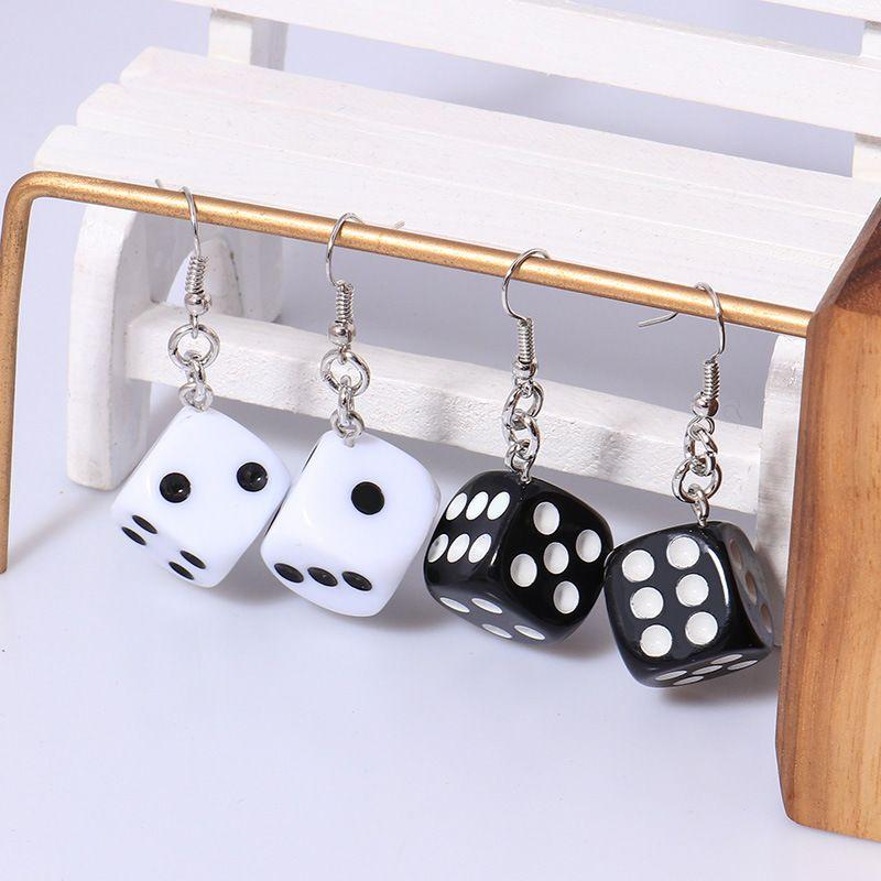 Nuovo Divertente 3D Dice Geometry Pendente Orecchino Tassel Casinò Donne Donne Ciondola Charms Orecchini per le donne Erecchini di Goccia divertenti Dono divertente regalo gioielli