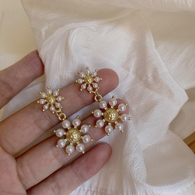 Vintage simulato Perle Hanging accessori orecchini per le donne, i monili di modo degli orecchini di Korean dell'oro del fiore delle donne di colore di stile