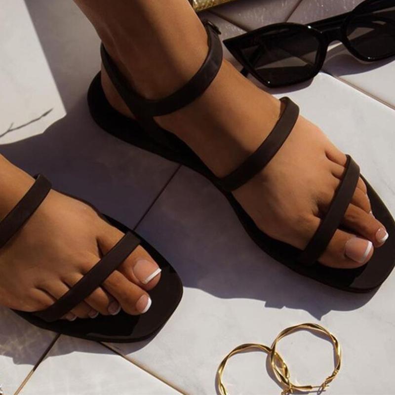 Frauen Jelly Sandalen Frauen Narrow Band Buckle Schuh-Frauen-Süßigkeit-Farben-Wohnungen 2020 Hot Lady Sommer Outdoor Female Strand Schuhe