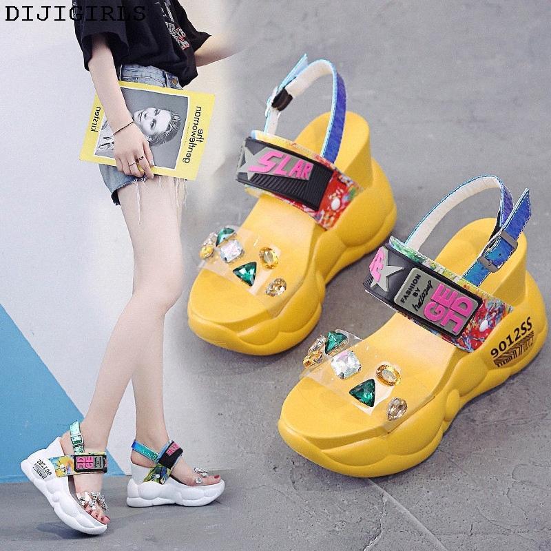 Вскользь женщина Peep Toe дамы сандалии платформы 11см лето платформы сандалии ПВХ моды Кристалл Женщины Сандал клинья обувь Сапоги для мужчин BxHs #