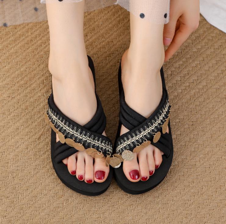 Pantofole femminile usura estate 2020 estate nuova pendenza trasversale con spessi sandali inferiori e ciabatte trascinare parola selvatici moda