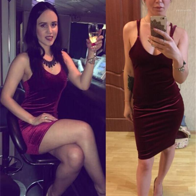 V-Yaka Altın Kadife Elbiseler Kadınlar Halter Backless Slim Fit Mini BODYCON Hüsniye Moda Tasarımcı Seksi Kulübü Akşam Düşük Göğüs