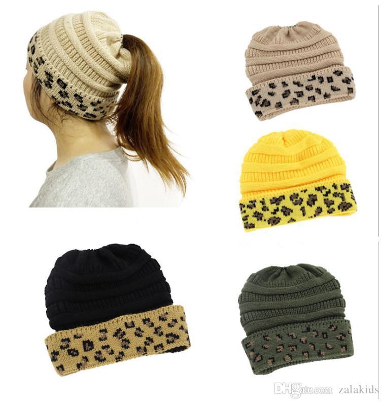 Yeni Kadınlar Leopard at kuyruğu kasketleri Geri Delik Pony Tail Şapka Kış Isınma Tığ Kafatası Beanie 8Colors Örme