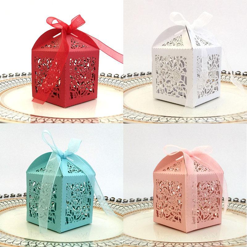 50pcs Laser Cut Hollow Rosa Fiore carrozza favore Regali di caramella con il nastro personalizzato Baby Shower festa di nozze accessori per favore