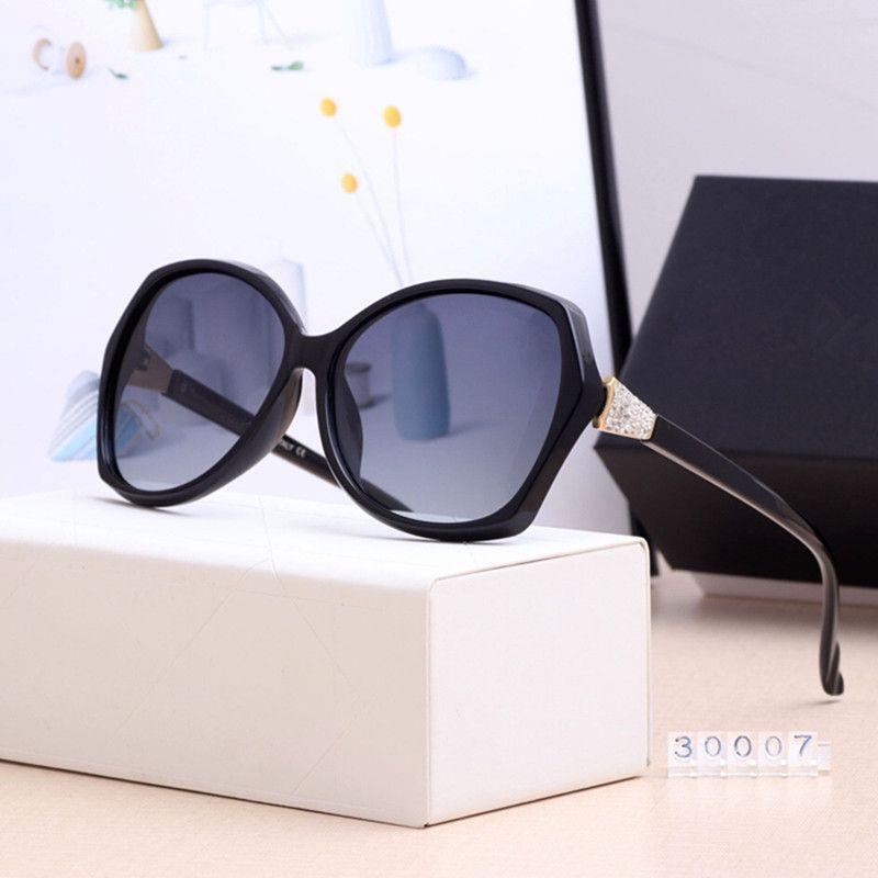 Luxury Sun Sunglasses Donne 2020 Glasses Oversized Nero per round Dames Shades Zonnebril Donne Retrò Caso vintage Brand con ADVES