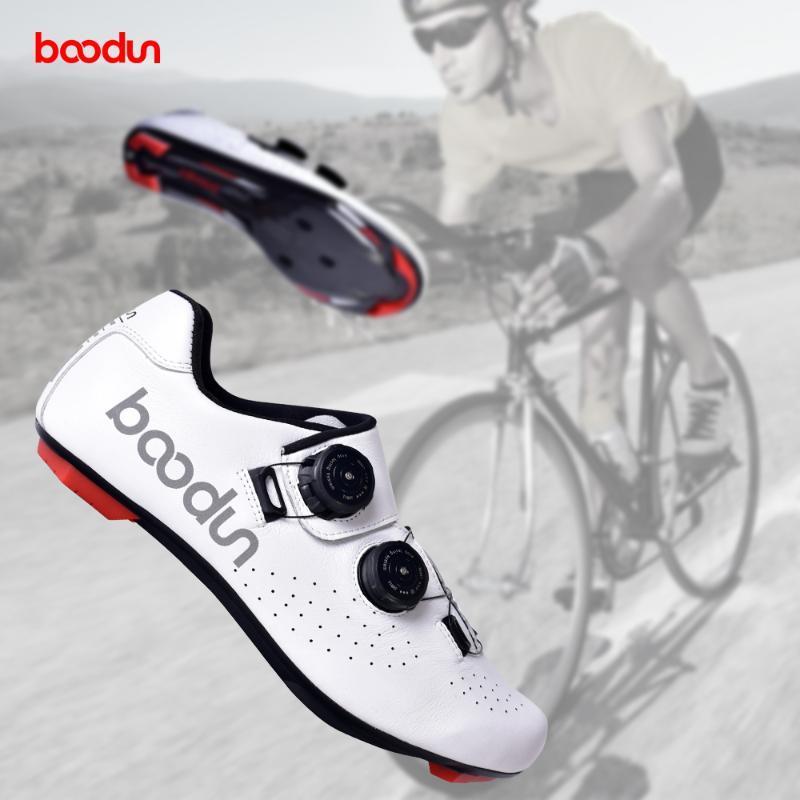 BOODUN réfléchissant Route Homme Chaussures VTT vélo en fibre de carbone Sole Ultraléger Chaussures de vélo auto-lock Triathlon Vélo de course