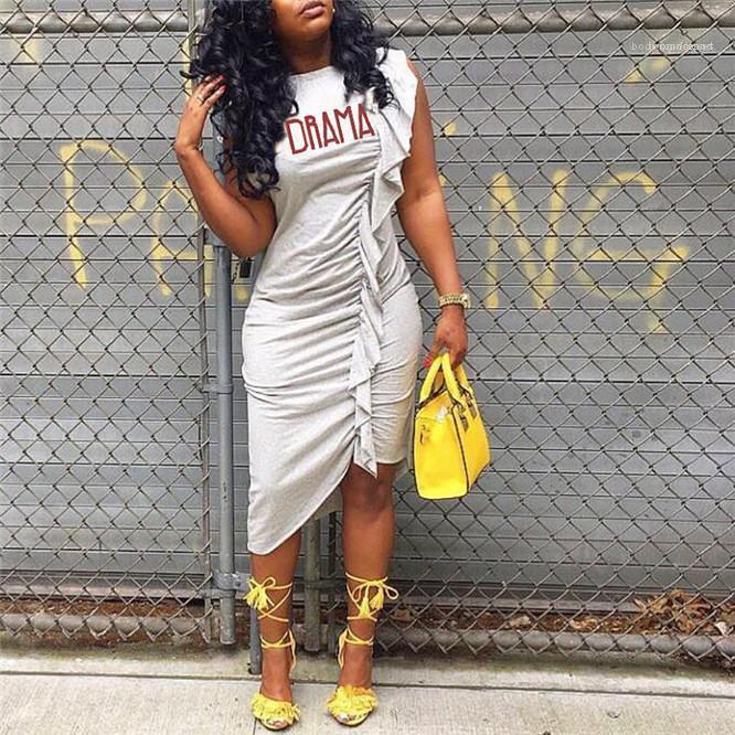 Платья Письмо Печати Асимметричный Женщина Платье O-образный вырез без рукавов Sexy Тощего платье лето женщин Каузальной Длины колена