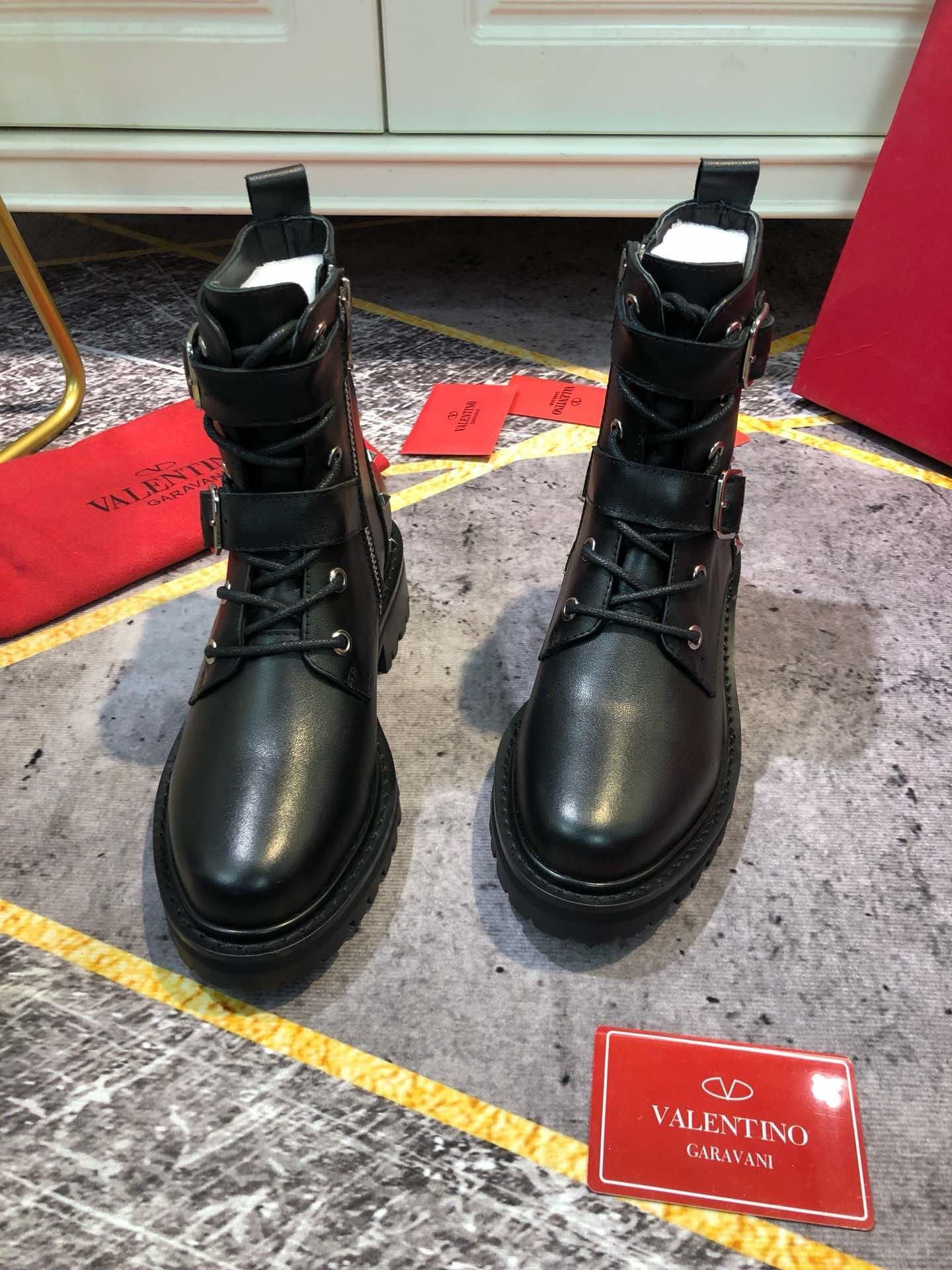 superficiais botas mulheres de combate couro de alta qualidade e de metal rebite decoração botas de mujer de diseño de lujo de moto booties