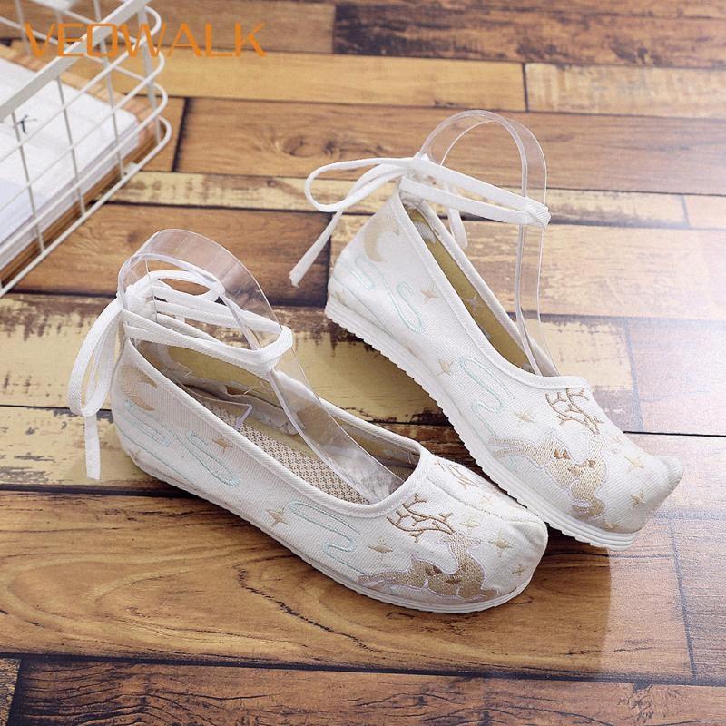 Veowalk Geyik İşlemeli Kadınlar Yumuşak Tuval Kostüm Düz Ayakkabı Bilek Kayışı Bayanlar Konfor Pamuk Platformlar Retro Çin Ayakkabı Rahatlık DTCX #