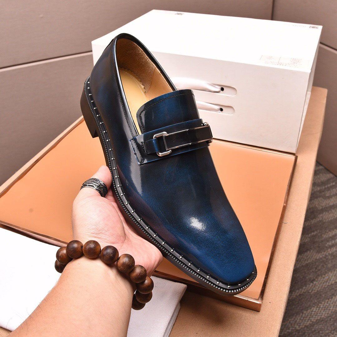 Yeni Gelenler 2020 Erkekler Tasarımcı Rivets Loafers Marka Parti Gelinlik Ayakkabı Yakışıklı Rahat Rahat Flats Boyutu 38-45 Mens