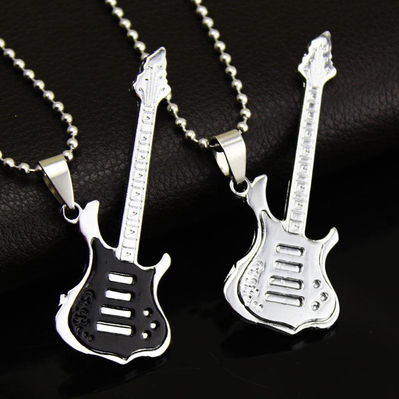 Kühle Art und Weise 4 Farben Gitarre Halskette aus Titan Stahl Musik-Gitarren-Halskette edlen Schmuck für Musikfans Großhandel