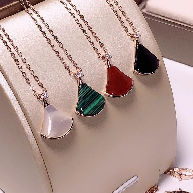 Elegante Forma saia colar de vidro por Mulheres Charme Rose Fan da cor do ouro Moda em forma de colar com pingente Jóias Presentes Zircon