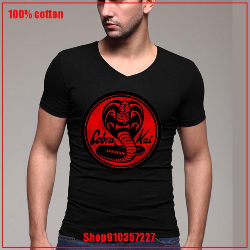 Cobra Kai Emblem - Red V-Ausschnitt T-Shirt Mens Custom Print T Harajuku Hip Hop-T-Shirt mit neuester Art und Weise jungen Mann Bluse
