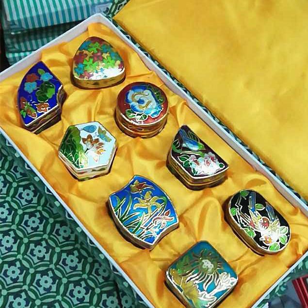 al por mayor de joyería de China Pekín cloisonné neumáticos caja de caja de cobre antigua esmalte 8PCS 1 juego