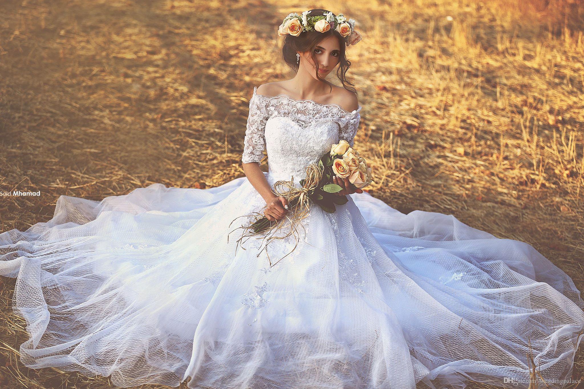 Apliques La mitad vestido de novia de la princesa de manga larga escote festoneado de novia con encaje de manga larga Corte Línea de tren Vestido de Noiva