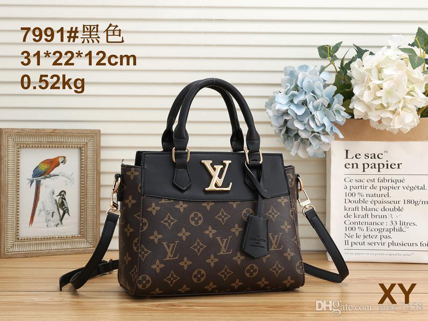 A cadeia saco vai com um saco de um ombro que é uma obrigação para cada dia partido, clássico e elegante 054I0UW