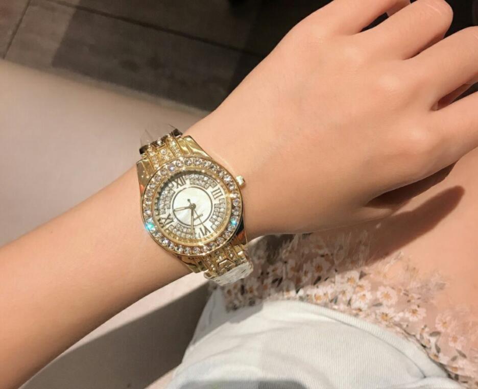 Yüksek Kaliteli çiçek Tam elmas altın saat elmas taklidi kadınlar ünlü Tasarımcı otomatik kol saati saati bilezik