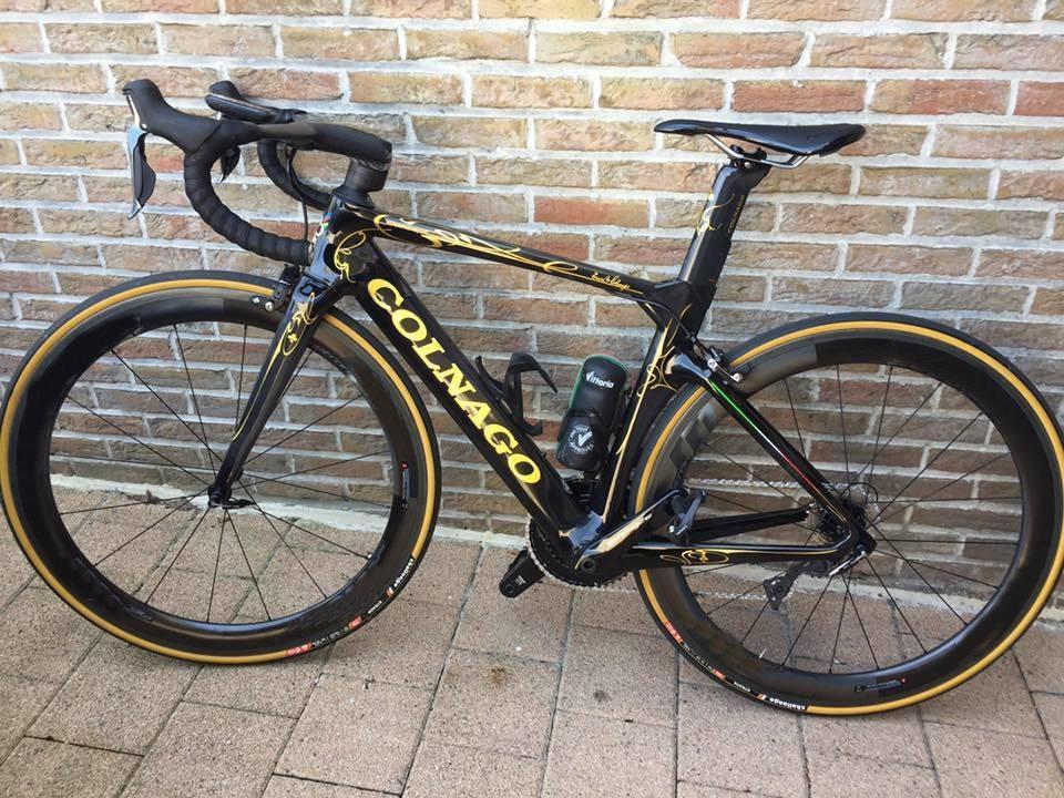 Colnago Gold Colnago Concept Carbon Road Vélo Store Complete Bike avec Ultegra GROUPSET COSMIC 50MM WheLeset Blanc