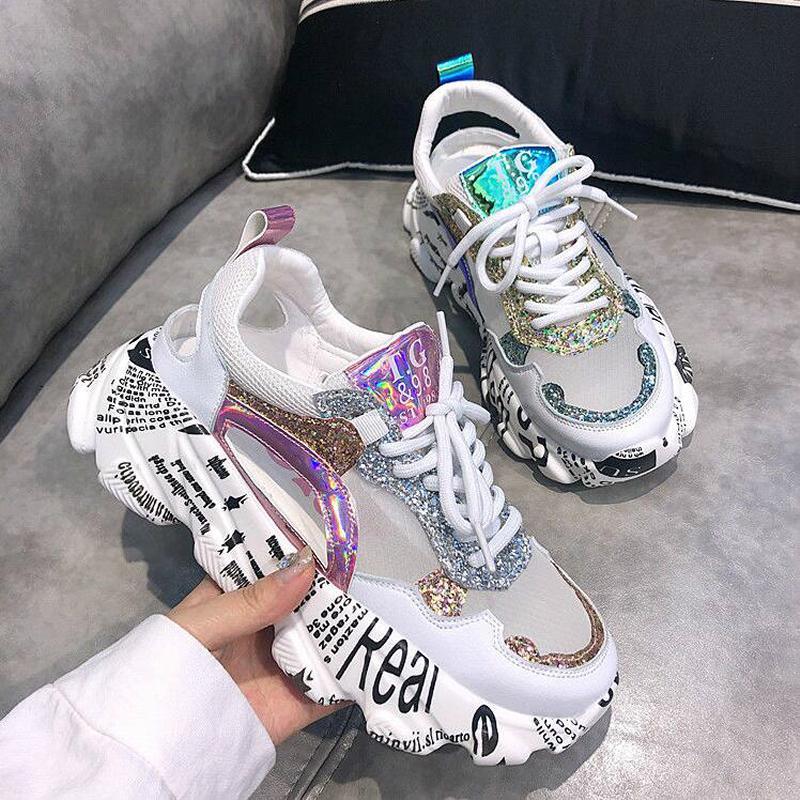 Лето Женщины кроссовки Мода Удобная повседневная обувь папа блестки девушка граффити дышащий платформы обувь женщина сандалии W401 200922
