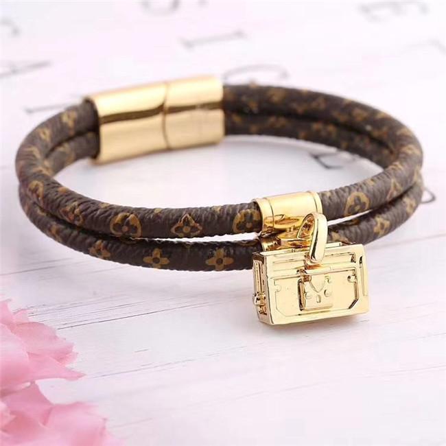 2020 Популярные моды кожаный браслет с металлическими буквами, мужчин и женщин, ювелирные изделия 316L титана стали браслет