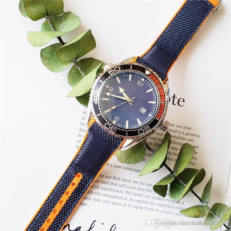 Relojes de lujo para hombres Venta Cara negra Reloj de diseñador Female Big 44mm Royal Oak Reloj Moda Estilo Multicolor Selección de goma Reloj de pulsera