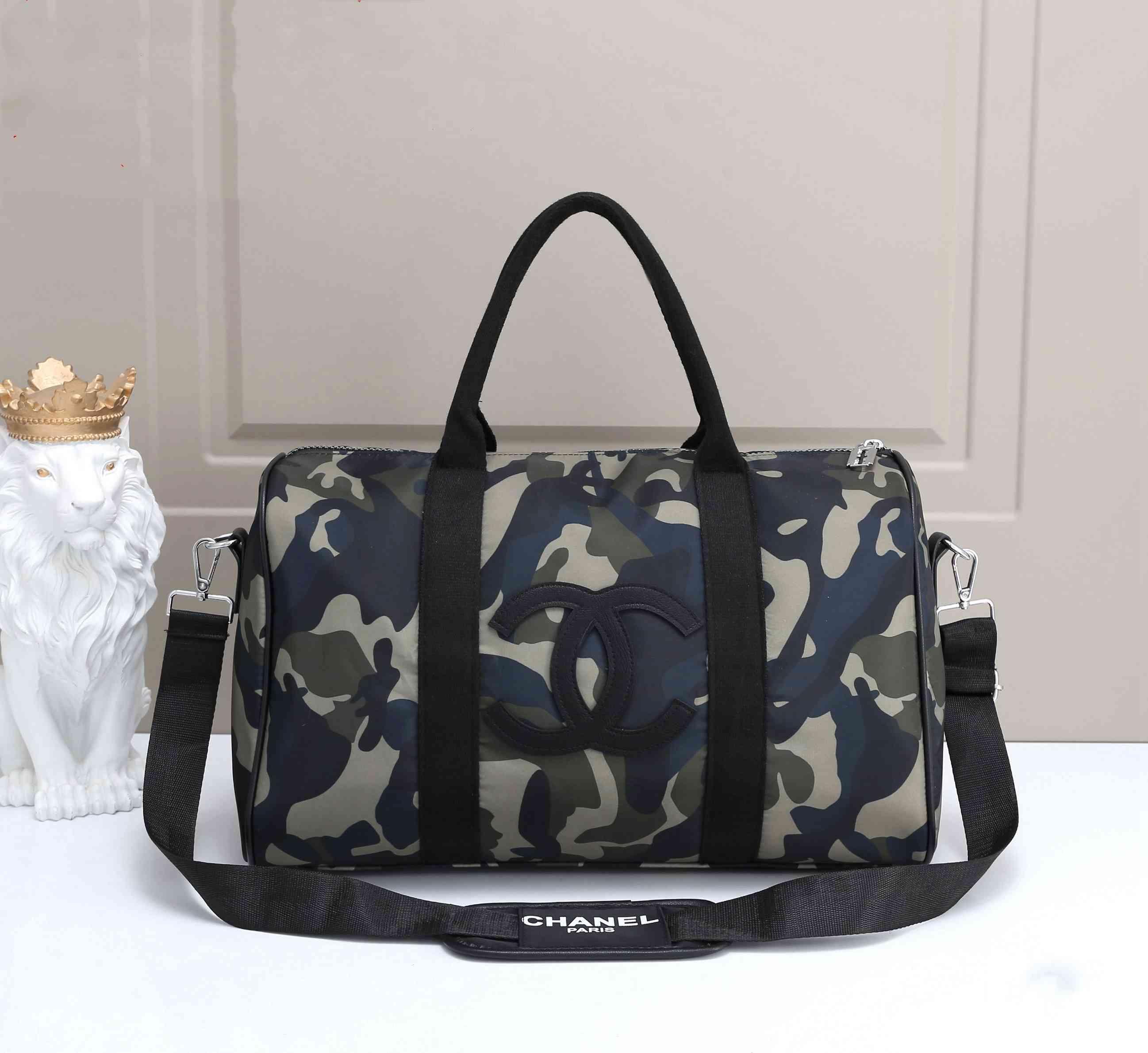 حقائب السفر luxurys المصممين الرجال سعة كبيرة والنساء السفر حقائب الكتف حقائب من القماش الخشن تحمل الأمتعة 44 * 20 * 25