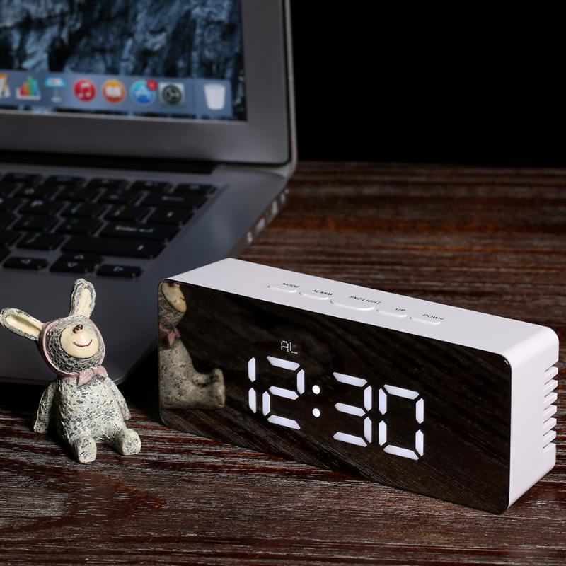 Цифровой светодиодный Desktop Clock USB Батарея Powed Дисплей Зеркало Часы Snooze Функция Регулируемый LED Luminance настольный календарь