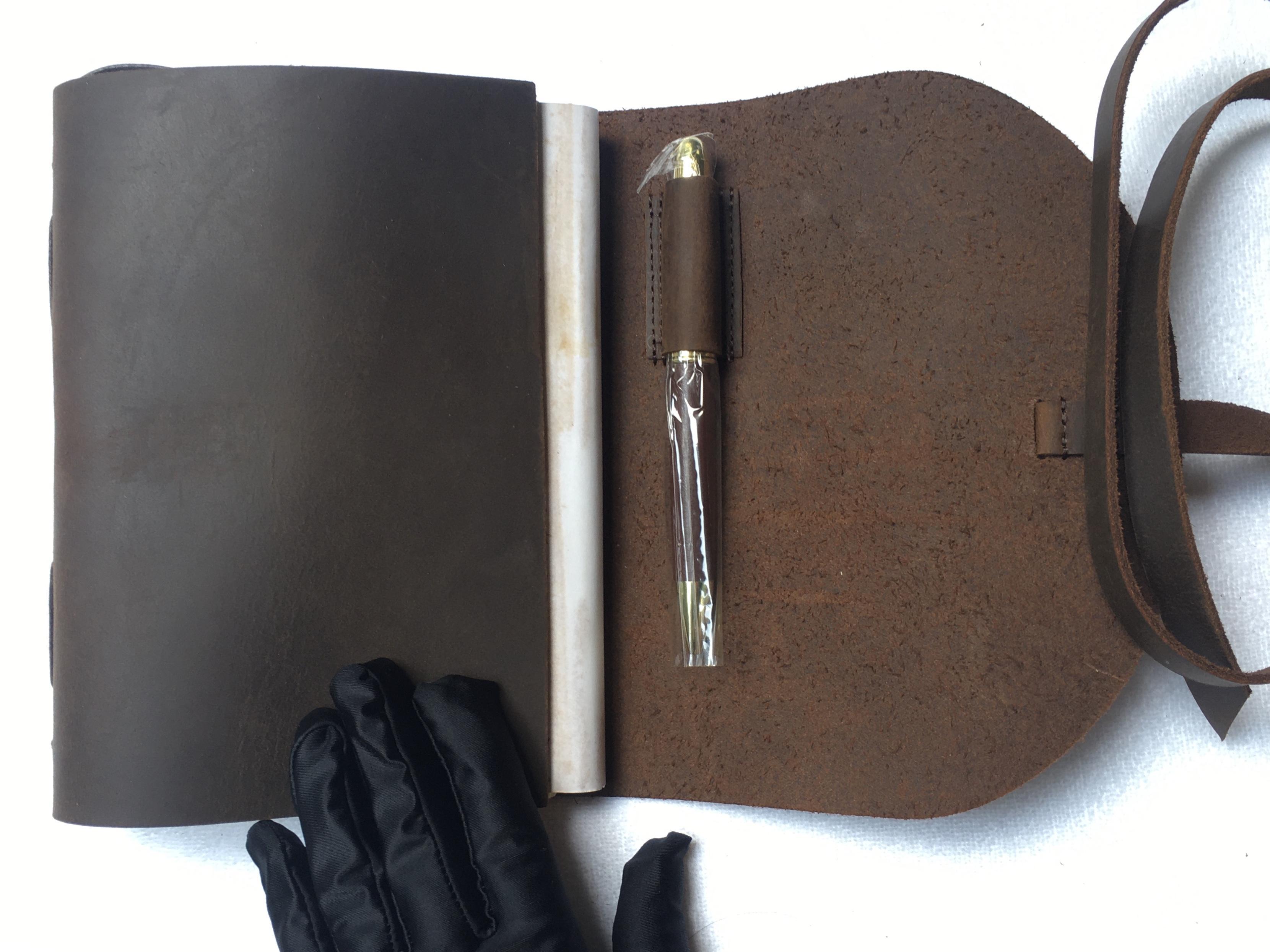 خمر مجنون الحصان الجلود السفر المجلات / دفارات دفتريات 300 صفحات مع هدية القلم لصديق مدرب