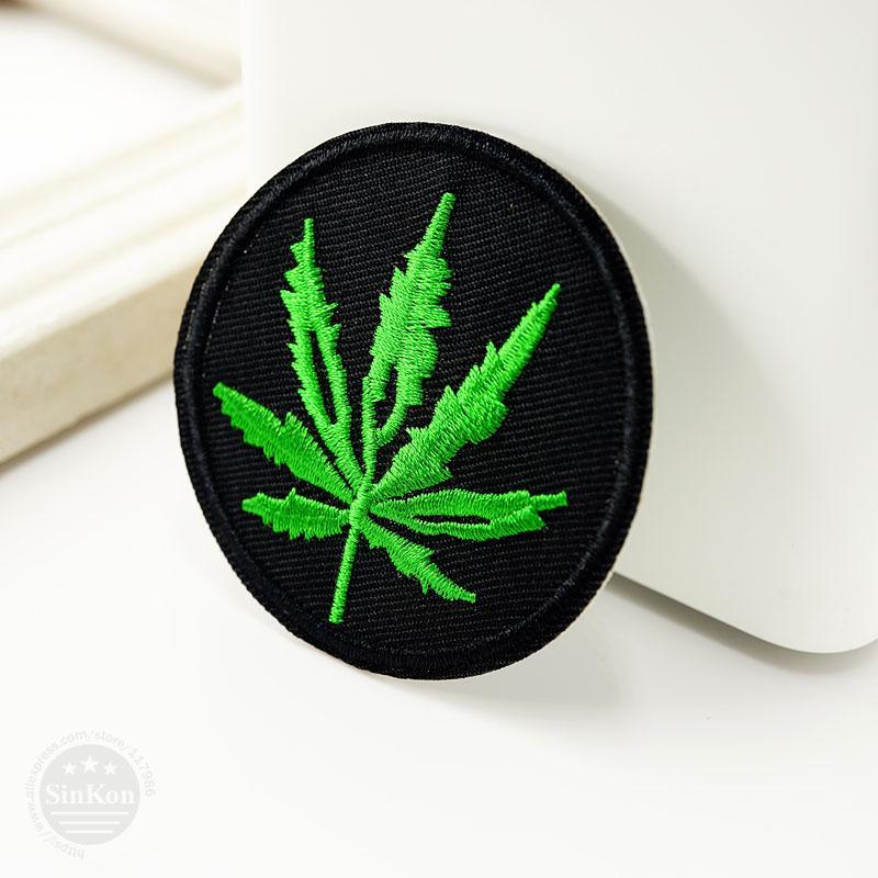Folhas Tamanho: 6.0X6.0cm DIY pano remendo emblema bordado bonito Badges Hippie ferro em crianças dos desenhos animados Patches para a roupa adesivos