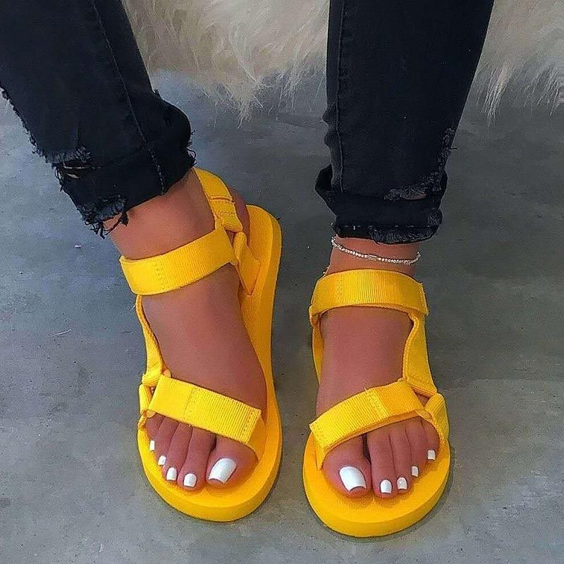 Sandales 2020 Chaussures d'été dames mousse Sandales crochet sandale boucle plage Femme plat avec grande taille 35-43 de Y200620