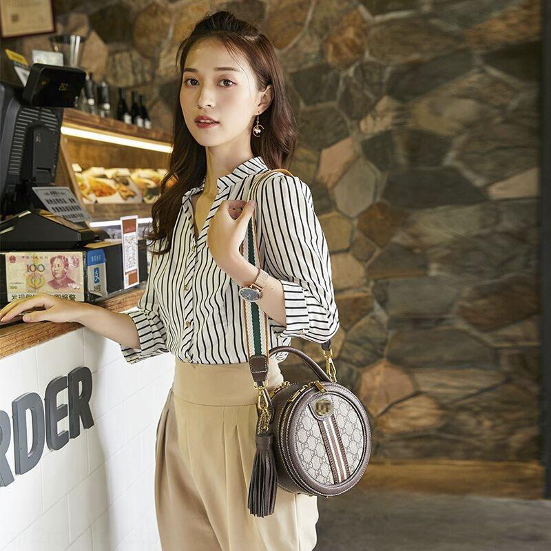2020 nova moda couro rodada de ombro único crossbody Mão saco da estrela mesmo estilo pente bolsa handbagbag das mulheres Vw24r